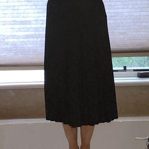 Uniqlo navy midi skirt-barely worn